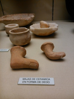 Majas de cerámica en forma de dedos